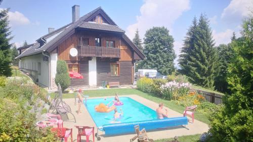 Bazén v ubytování Pension U Horejšů nebo v jeho okolí