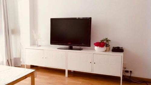 Una televisión o centro de entretenimiento en Casa Maite