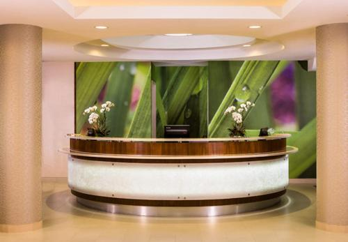 The lobby or reception area at SpringHill Suites by Marriott New York LaGuardia Airport