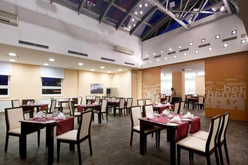 A restaurant or other place to eat at Clarion Congress Hotel Ostrava