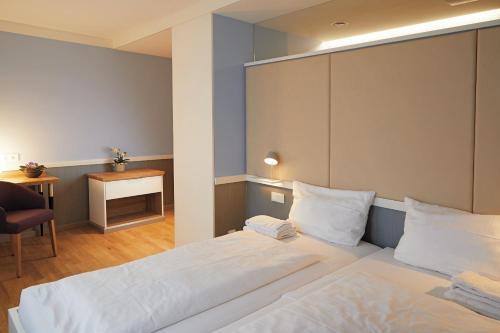 Ein Bett oder Betten in einem Zimmer der Unterkunft Schönblick. Christliches Gästezentrum