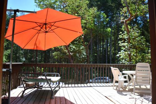 A balcony or terrace at Gabriola Central B&B