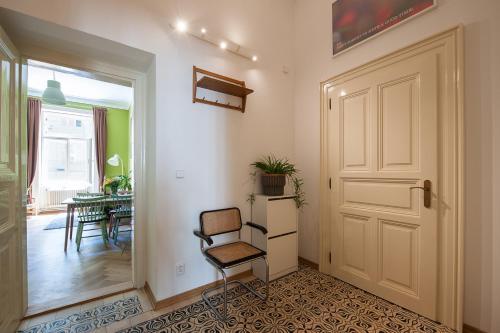 Ein Sitzbereich in der Unterkunft Masaryk Apartments Prague
