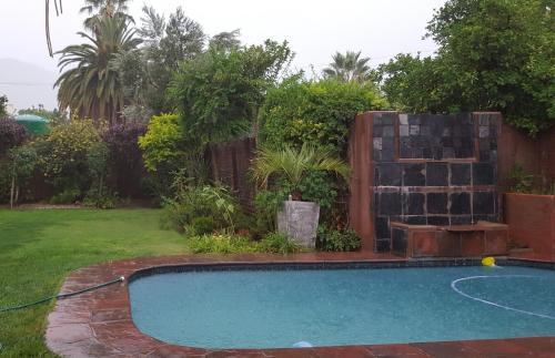 Der Swimmingpool an oder in der Nähe von Flower's Halt