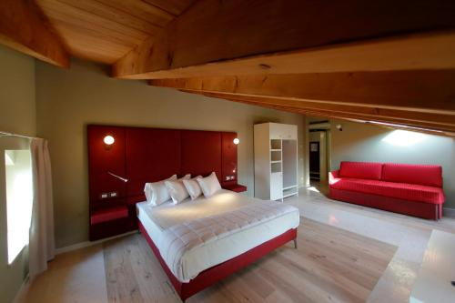 A bed or beds in a room at Le Greghe Suites