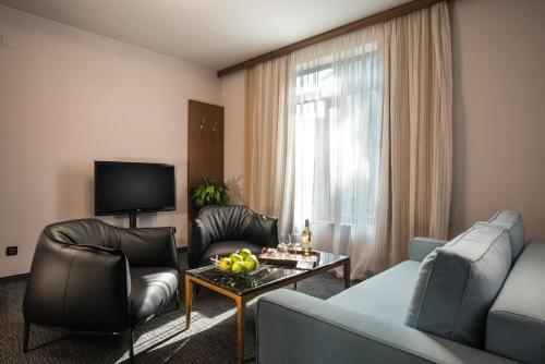 A seating area at Uniqato Hotel