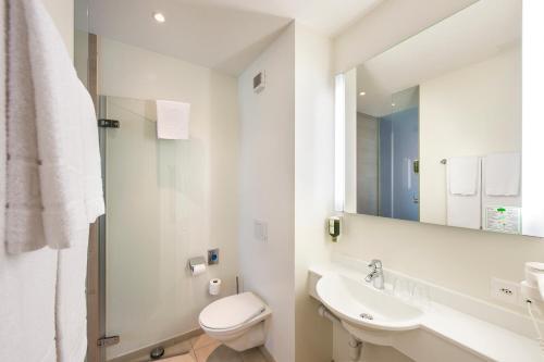 Ein Badezimmer in der Unterkunft Swiss Heidi Hotel