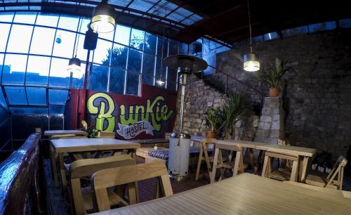 A restaurant or other place to eat at Bunkie Hostel
