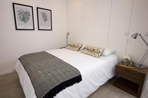 A bed or beds in a room at Tear Center Apartment