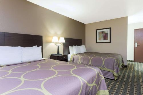 A bed or beds in a room at Super 8 by Wyndham Springfield East