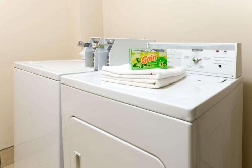 A kitchen or kitchenette at Super 8 by Wyndham Springfield East