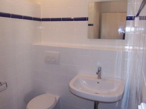 Salle de bains dans l'établissement Vibrant Villa with Private Pool in Tavernes