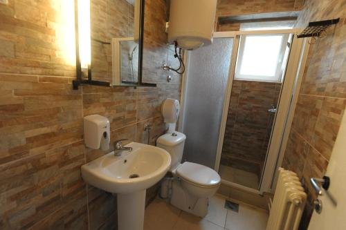 A bathroom at Hostel Fair and Square