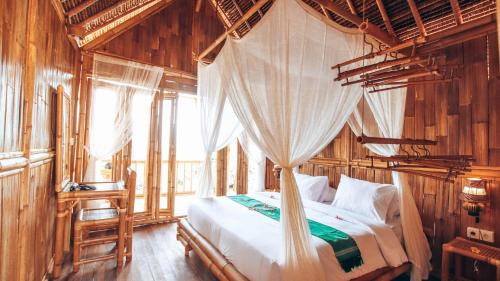 A bed or beds in a room at Penida Bambu Green