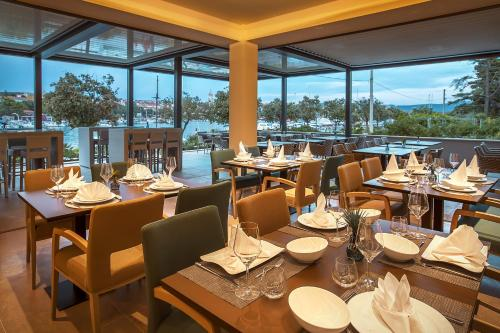 A restaurant or other place to eat at Hotel Maritim