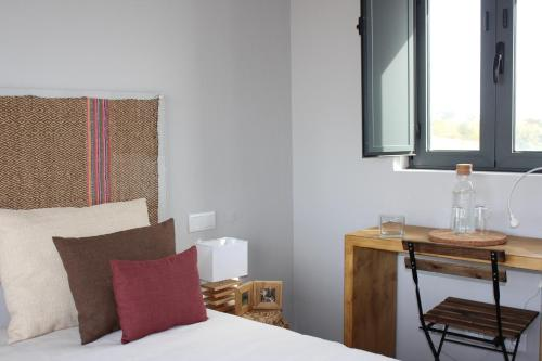 A bed or beds in a room at Agroturismo Xistos