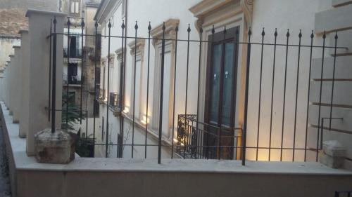 Ein Balkon oder eine Terrasse in der Unterkunft Sotto il Castello