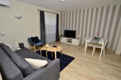 A seating area at Apartman Bradasevic Tivat