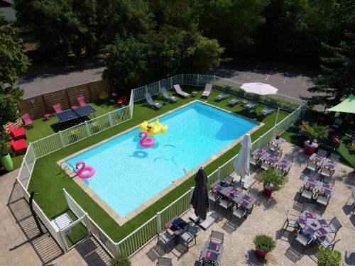 A view of the pool at Mercure Annemasse Porte De Genève or nearby