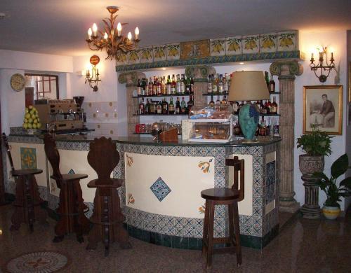 The lounge or bar area at Hotel La Riva