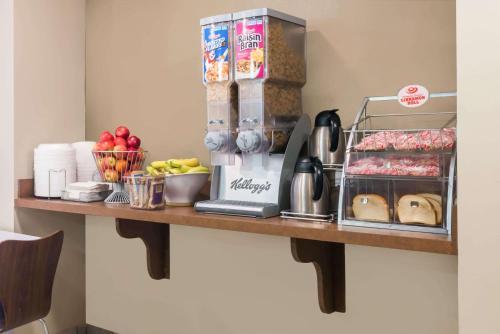 A kitchen or kitchenette at Super 8 by Wyndham Jasper