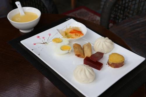 Breakfast options available to guests at Beijing Shichahai Sandlwood Boutique Courtyard