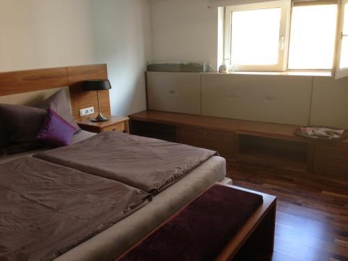 Ein Bett oder Betten in einem Zimmer der Unterkunft Stilvolle Wohnung im Herzen Salzburgs