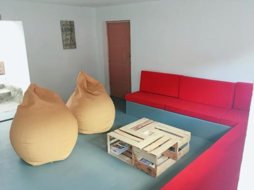 A seating area at Casa I Love Huaraz