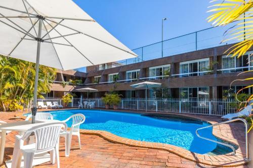 The swimming pool at or near Aquajet Motel