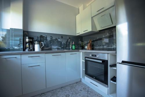 A kitchen or kitchenette at JDK Apartamenty Kalisz Serbinowska