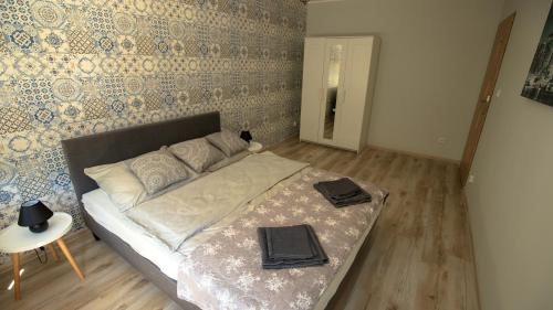 A bed or beds in a room at JDK Apartamenty Kalisz Serbinowska