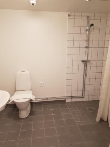 A bathroom at Le Mat Jonsereds fabriker