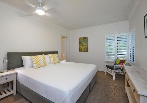 A bed or beds in a room at Cape Apartments
