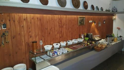 A kitchen or kitchenette at Hotel Cobut