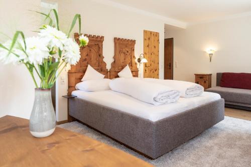 Ein Bett oder Betten in einem Zimmer der Unterkunft Isserwirt
