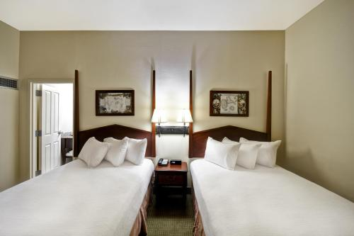 A bed or beds in a room at Embassy Suites Charleston - Historic District