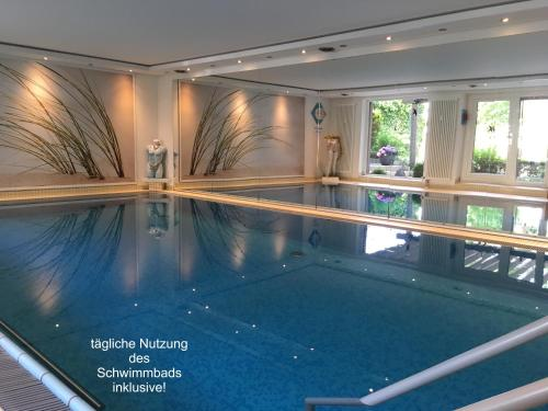 The swimming pool at or close to Appartementresidenz am Kurpark - Ferienwohnung mit Pool