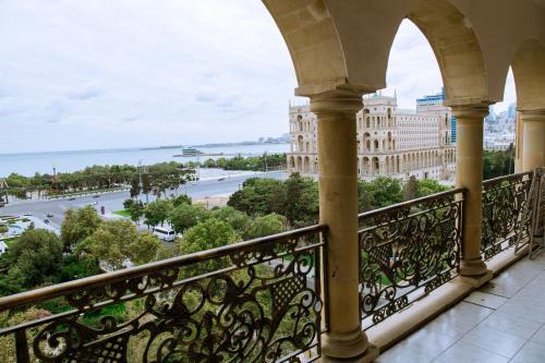 Uma varanda ou terraço em Apartment with F1 and Caspian Sea view
