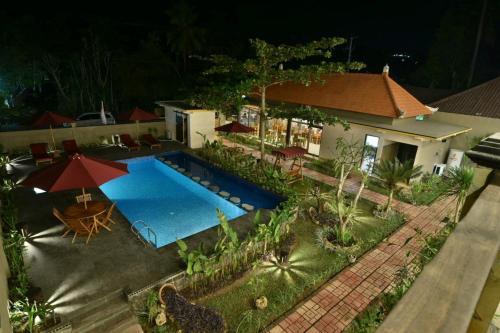Pemandangan kolam renang di Saka Boutique Hotel atau di dekatnya