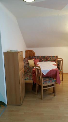 Ein Etagenbett oder Etagenbetten in einem Zimmer der Unterkunft Haus Anika Ferienwohnung