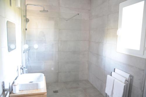 A bathroom at Chambre d'hôtes Chez Samuel Bruno