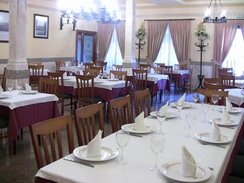 A restaurant or other place to eat at Hotel Los Hermanos