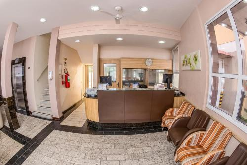 The lobby or reception area at Hotel Express Canoas