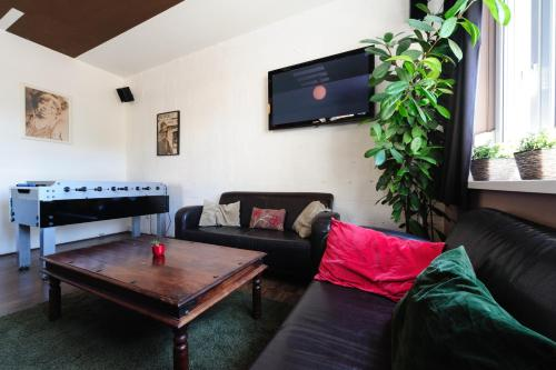 A seating area at Hostel Blues