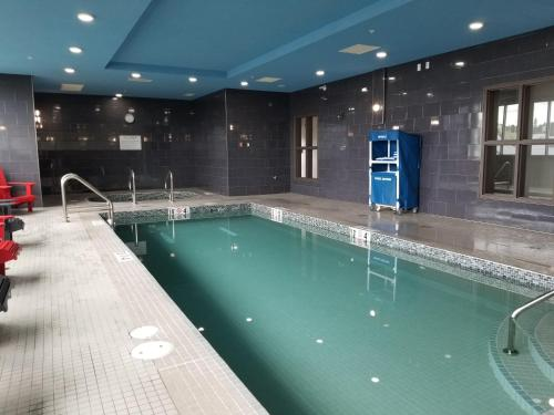 The swimming pool at or close to Wingate by Wyndham Kamloops