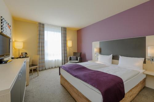 A bed or beds in a room at Mercure Hotel Berlin City West