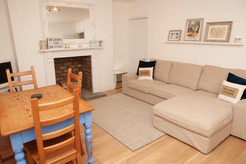 2 Bedroom Apartment in Prime Clifton Location