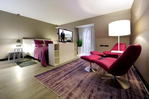 A seating area at Van der Valk Hotel de Bilt-Utrecht