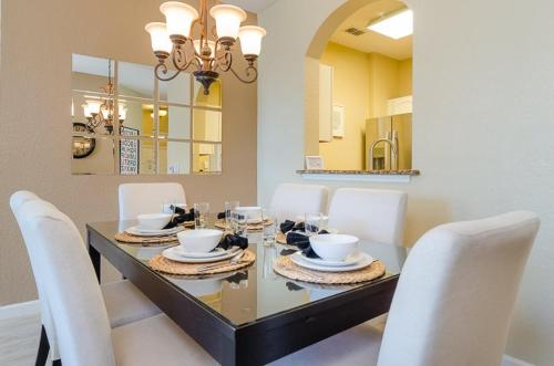A restaurant or other place to eat at Incredible Condo - Just 2 Miles from Disney #201