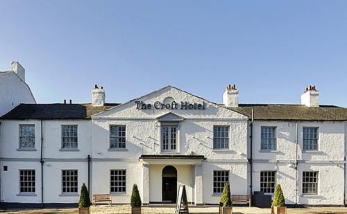 B/W Plus The Croft Hotel